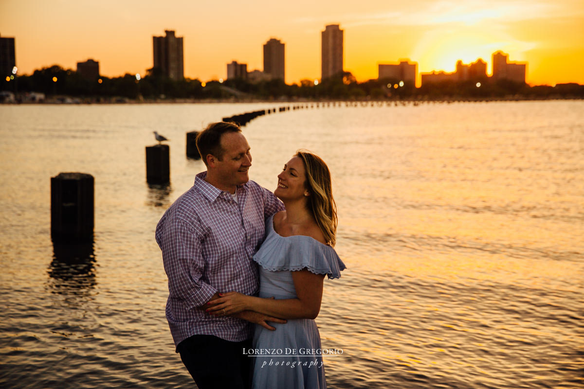 Chicago engagement photos at sunset | Chicago wedding photographers